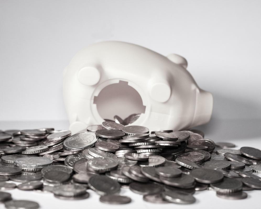 Třetina zadlužených Čechů si bere půjčky nezodpovědně